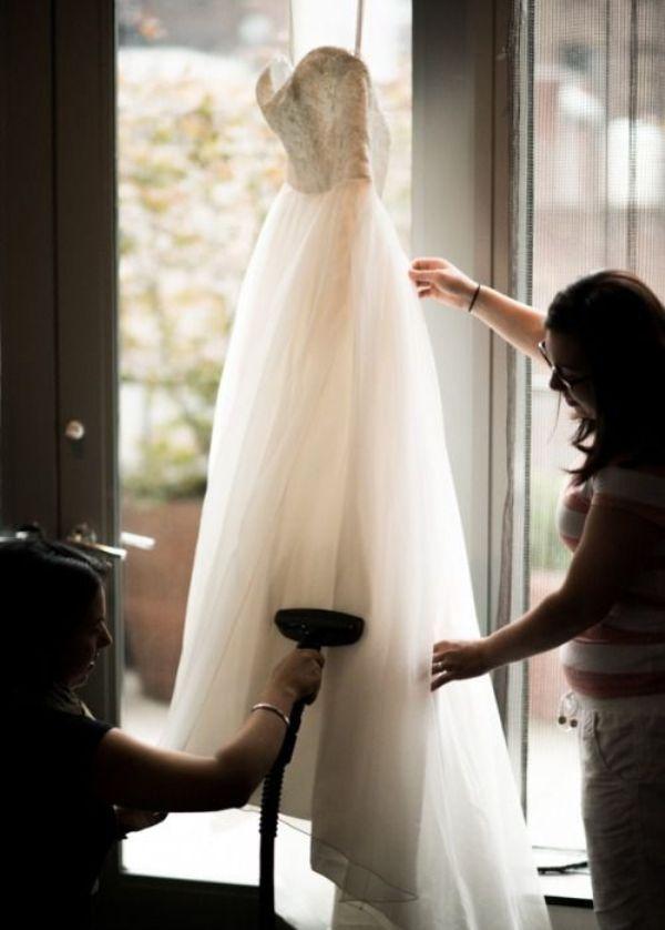 Как почистить вечернее платье в домашних условиях